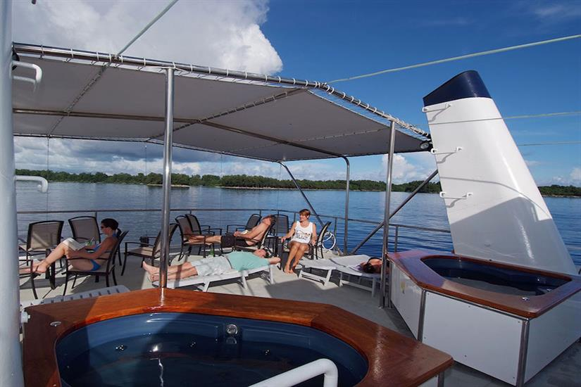 Sun deck & Jacuzzi/Hot Tub - Ocean Hunter 3