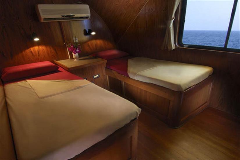 Cabins 1 & 2 - Black Manta
