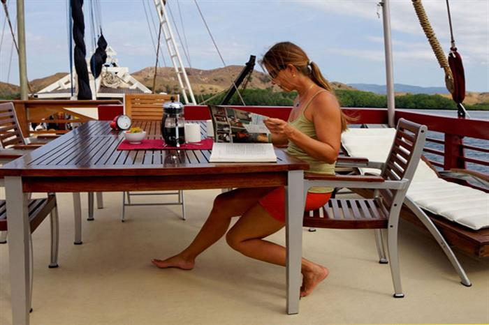 Open air seating area - Seven Seas Liveaboard