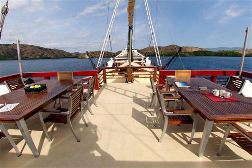Outdoor Dining Area - Seven Seas Liveaboard
