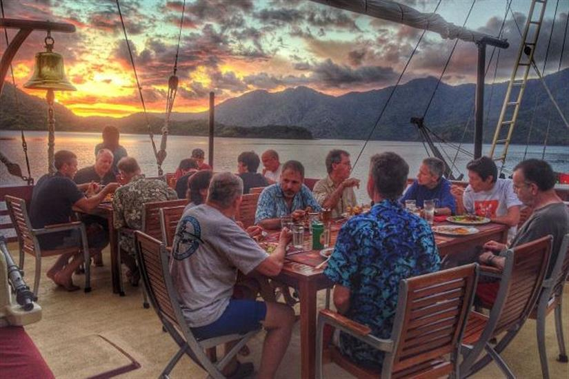 Outdoor dining with amazing views - Seven Seas Indonesia