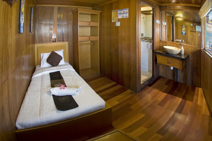 Single middle deck cabin - Cheng Ho Indonesia
