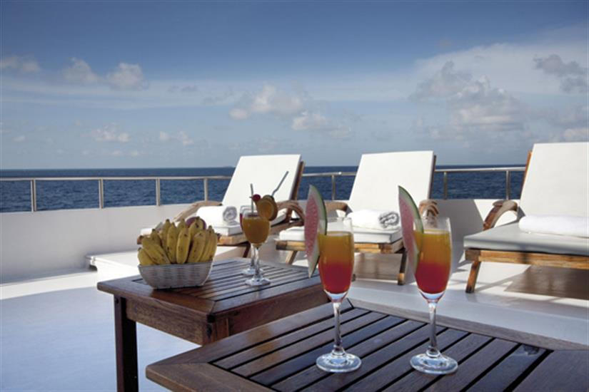 Enjoy a drink and relax onboard Conte Max