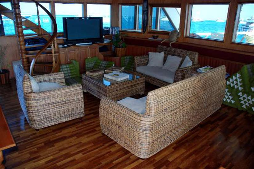 Relaxation area with TV for guests use onboard Conte Max