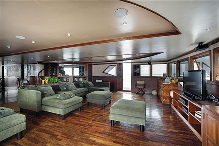 Indoor salon/lounge area onboard Duke of York Liveaboard