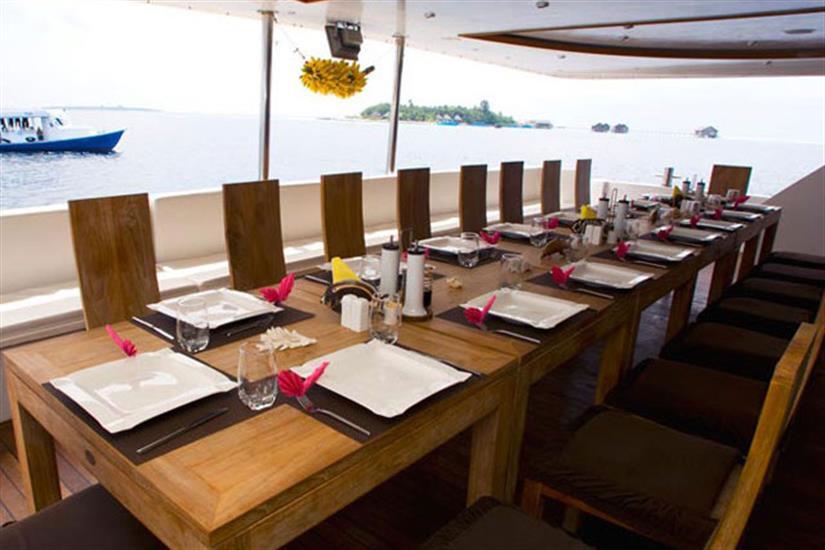 Outdoor dining area - Duke of York Liveaboard