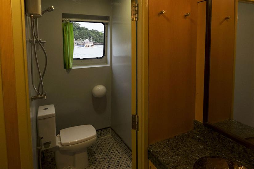 Shared shower room - annie-walaiporn
