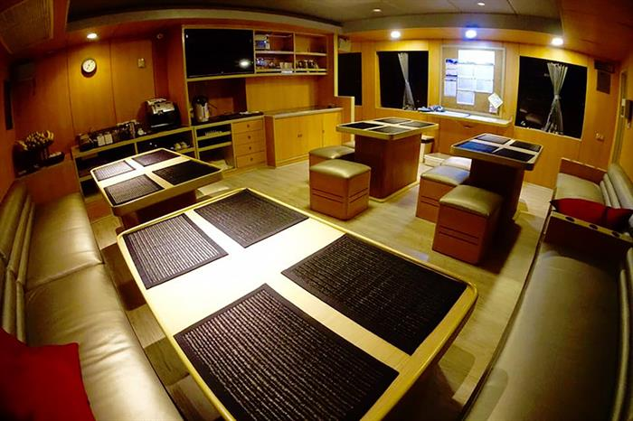 Salon & dining area - Panunee Liveaboard