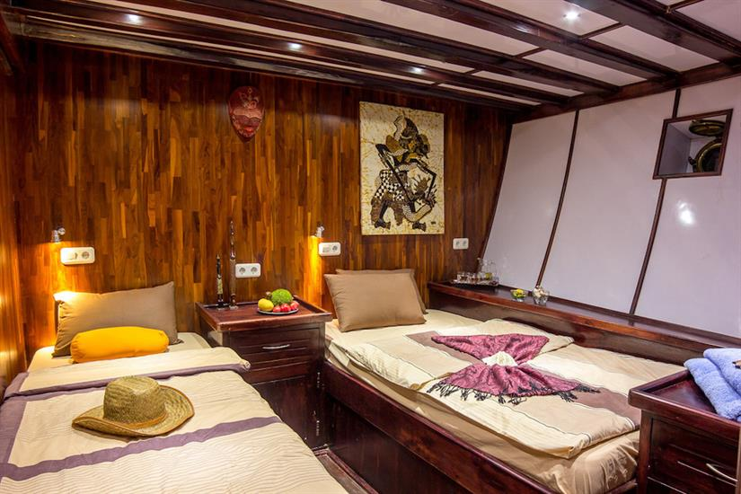 Cabin nr.5 (Double & Single) - Euphoria Liveaboard