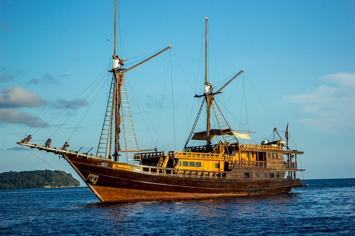 Euphoria Liveaboard cruising in Indonesia