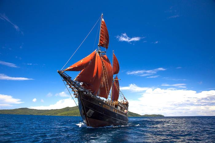 Sails out on Euphoria Liveaboard