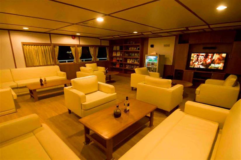 Comfotable Lounge Area - Infiniti Liveaboard