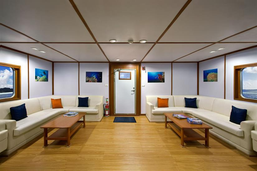 Spacious Lounge Area - Infiniti Liveaboard