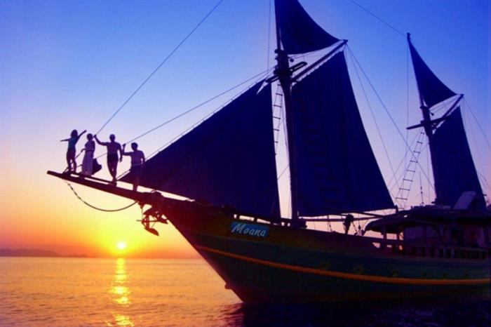 Amazing sunsets around Komodo - Moana Liveaboard