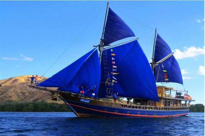 Moana Liveaboard at sea in the Komodo National Park
