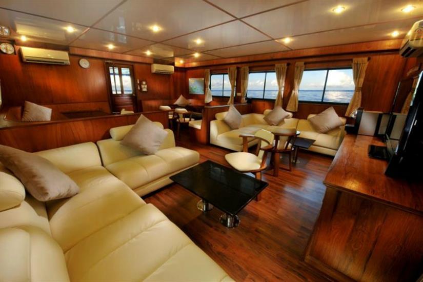 Spacious Indoor Lounge - White Manta Liveaboard