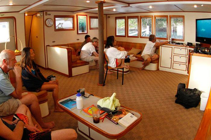 Sea Hunter Liveaboard Salon