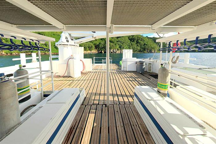 Sea Hunter Liveaboard Dive Deck