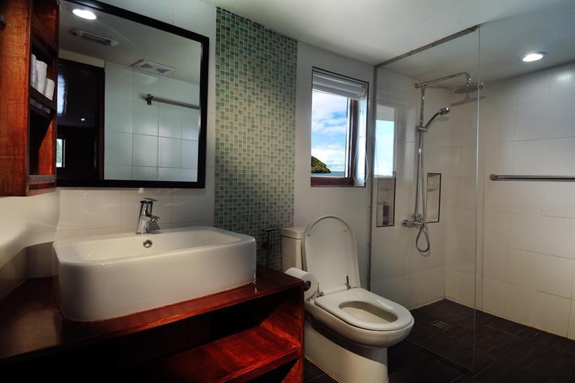 En-suite facilities Solitude One Liveaboard