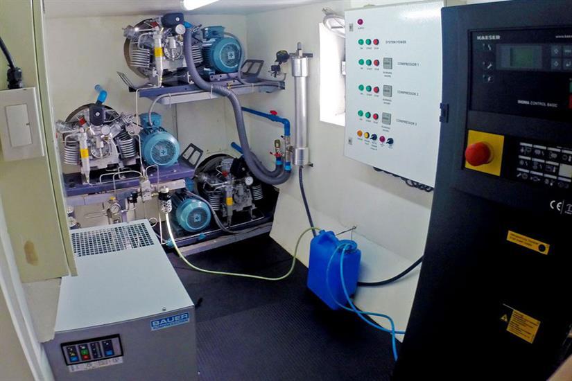 Solitude One Liveaboard compressor
