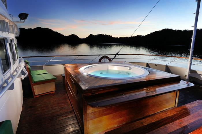 Hot Tub/Jacuzzi for relaxing onboard Solitude One Liveaboard