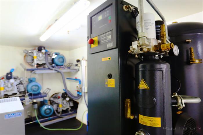 Modern onboard compressors Solitude One Liveaboard