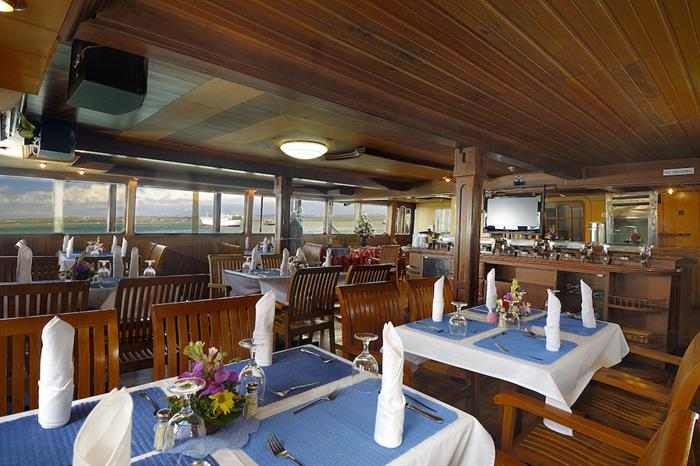 Dining and entertainment area - Sea Safari VI
