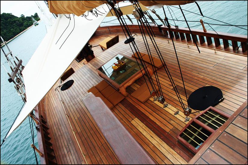 Lower deck with a Bimini shade
