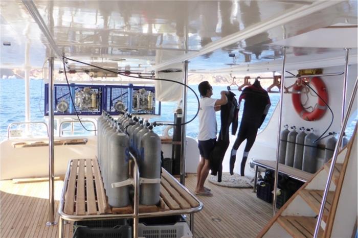 South Moon Liveaboard - Dive deck