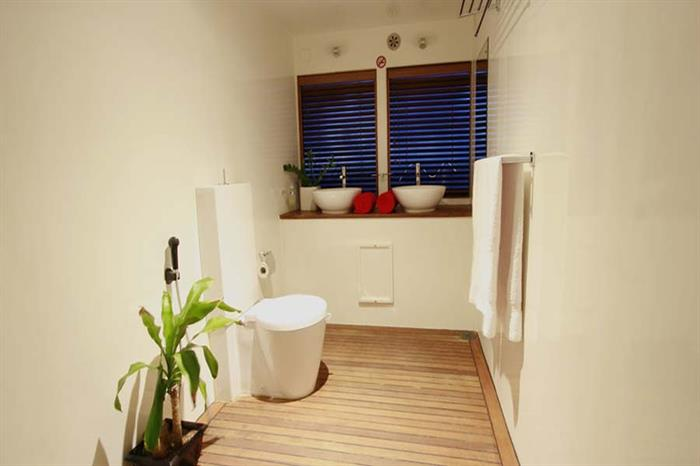 Beautiful en-suite bathrooms - MV Theia