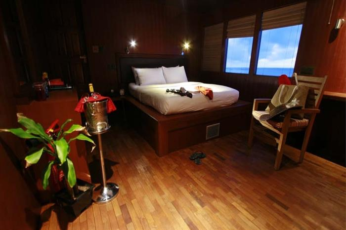 MV Theia Sea View Suite