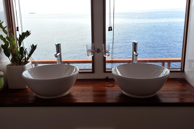 En-suite bathroom with a view - MV Theia