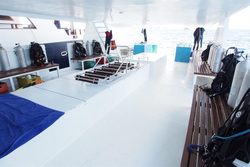 Fun Azul - Dhoni dive deck
