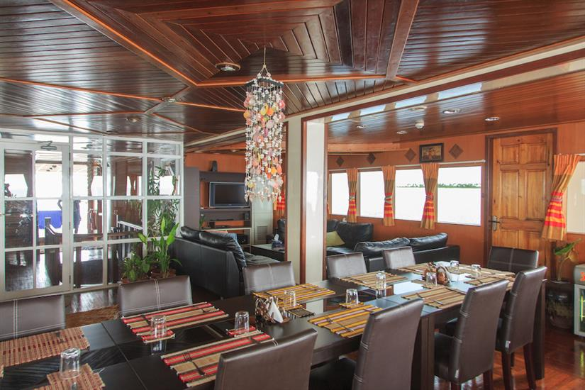 Fun Azul - Dining area onboard