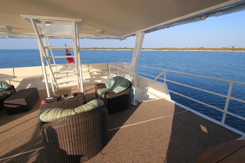 Open air lounge area - Avalon I Cuba