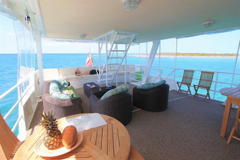 Comfortable outdoor lounge area - Avalon I