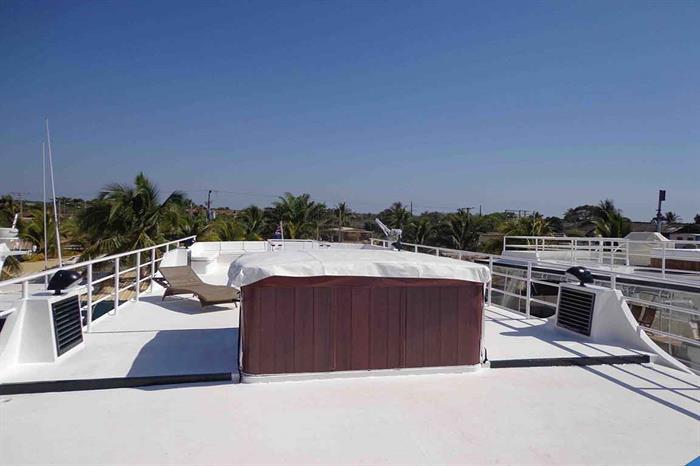 Sundeck and hot tub - Avalon II Cuba
