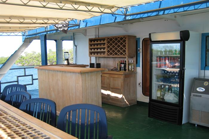 Outdoor bar area - Tortuga Floating Hotel Cuba