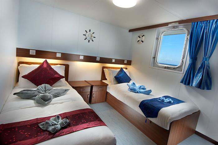Upper Deck Twin Cabin - French Polynesia Master