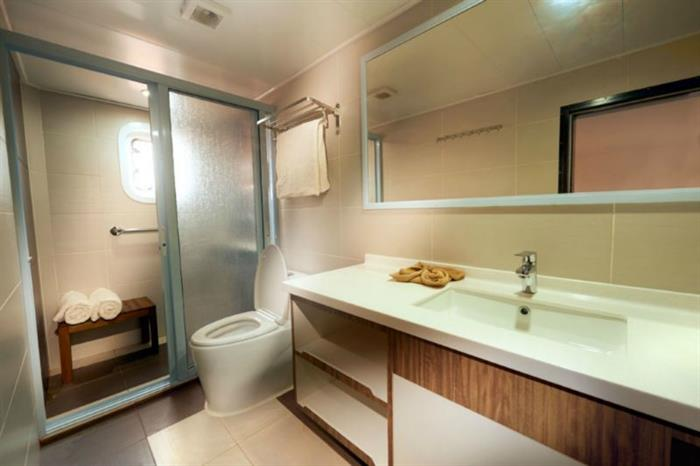 Blue Manta Liveaboard Bathroom