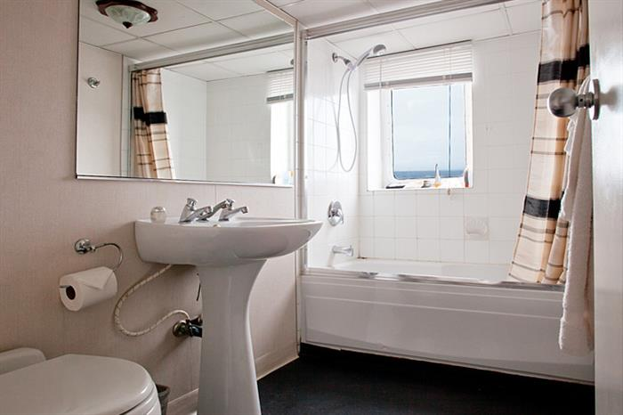 Premium cabin bathroom facilities - Nautilus Explorer