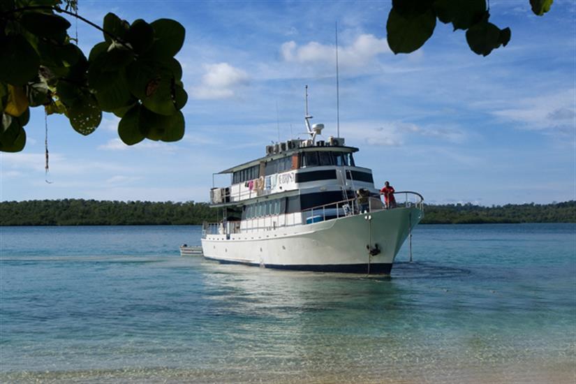 Febrina Liveaboard - exploring the dive sites of PNG