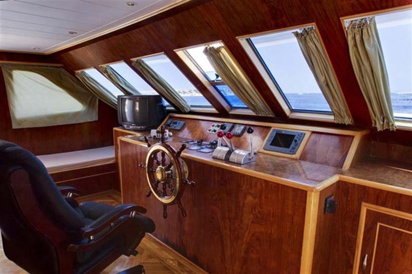 Captains Bridge Snefro Love