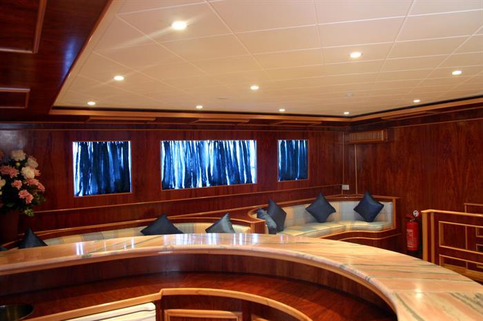 Upper deck lounge - Snefro Target