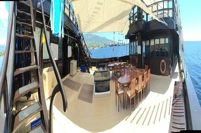 Outdoor Dining - Dewi Nusantara Liveaboard Indonesia