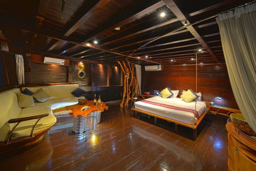 Master Suite - Dewi Nusantara Liveaboard Indonesia