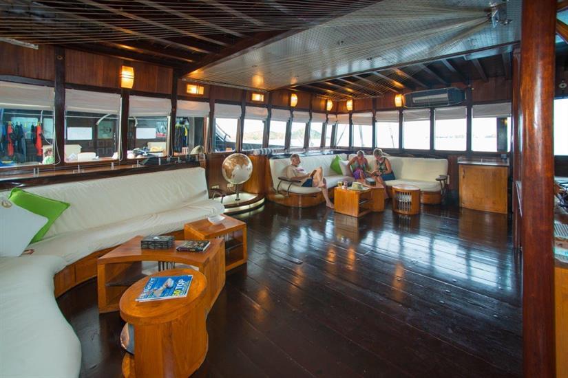 Indoor lounge Dewi Nusantara Liveaboard Indonesia