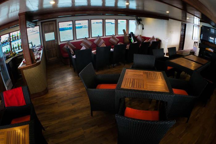 Manta Cruise Dining Area