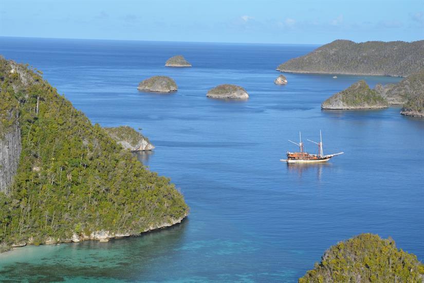 La Galigo diving the Indonesian Archipelago
