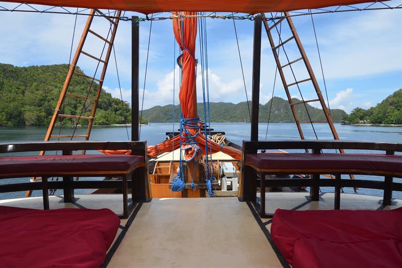Deck area overlooking the bow of La Galigo